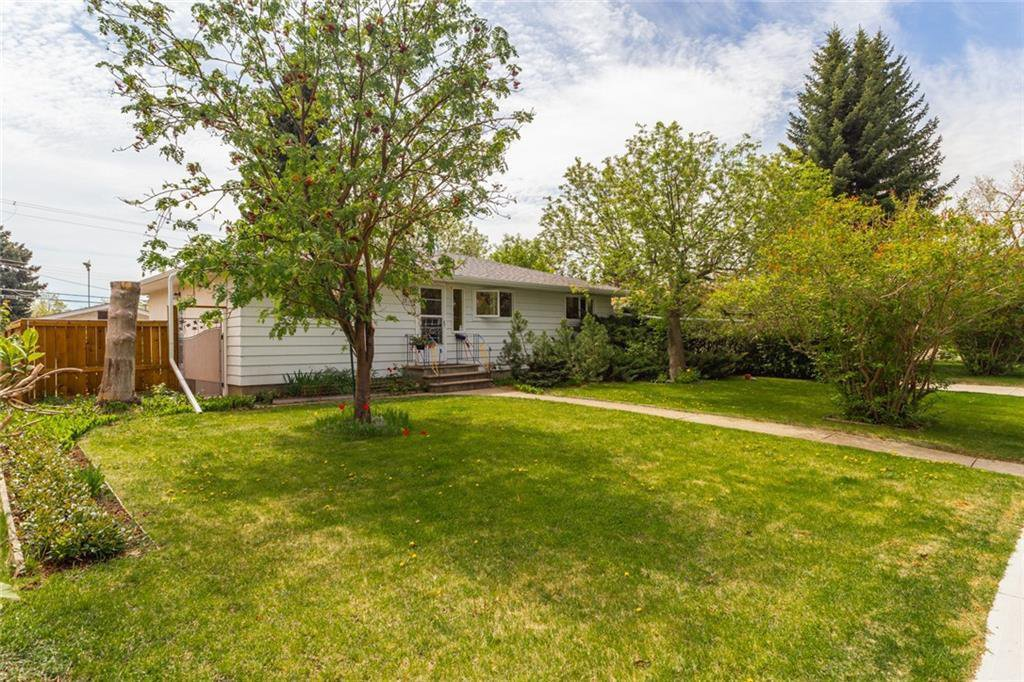 Main Photo: 12 HESTON Street NW in Calgary: Highwood Detached for sale : MLS®# C4299832