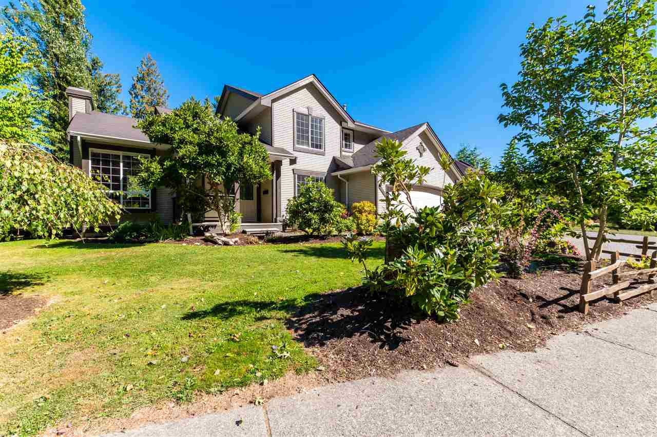 Main Photo: 47556 CHARTWELL Drive in Chilliwack: Little Mountain House for sale : MLS®# R2495101
