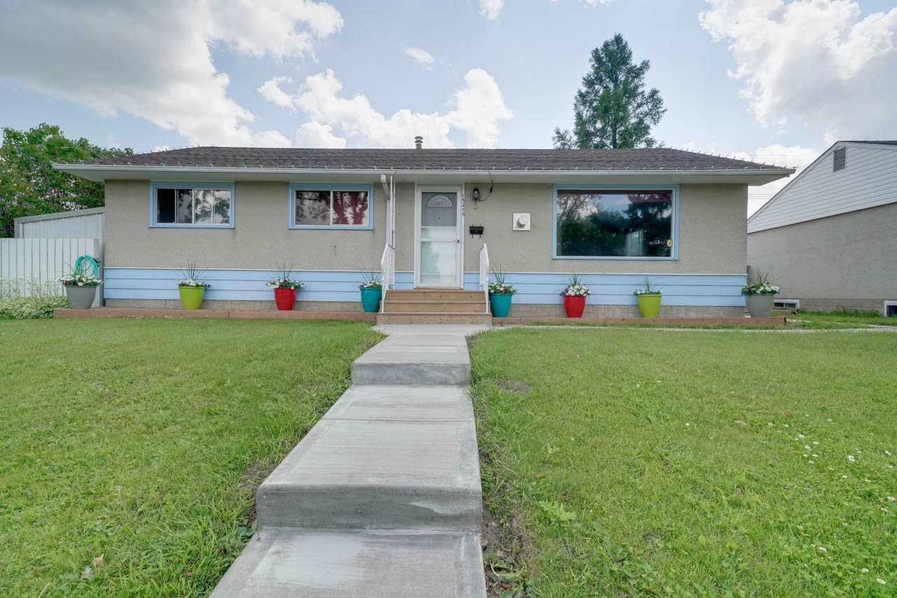 Main Photo: 15215 87 Avenue in Edmonton: Zone 22 House for sale : MLS®# E4165600
