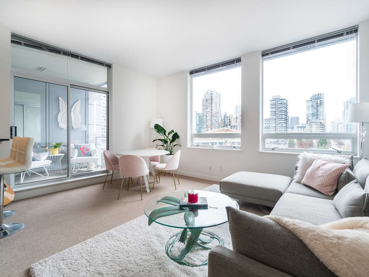 Main Photo: 1106 638 BEACH CRESCENT in Vancouver: Yaletown Condo for sale (Vancouver West)  : MLS®# R2499986