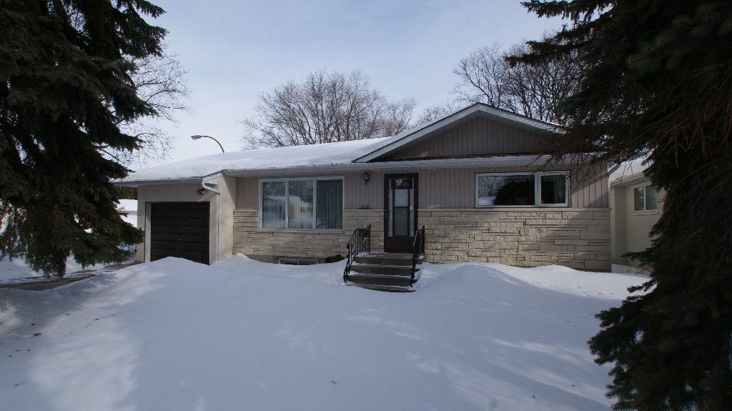 Main Photo: 251 Gilmore Avenue in Winnipeg: North Kildonan Residential for sale (North East Winnipeg)