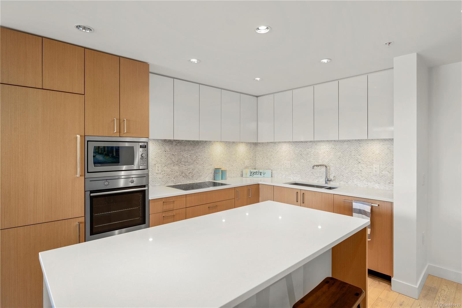 Main Photo: 406 838 Broughton St in : Vi Downtown Condo Apartment for sale (Victoria)  : MLS®# 855132