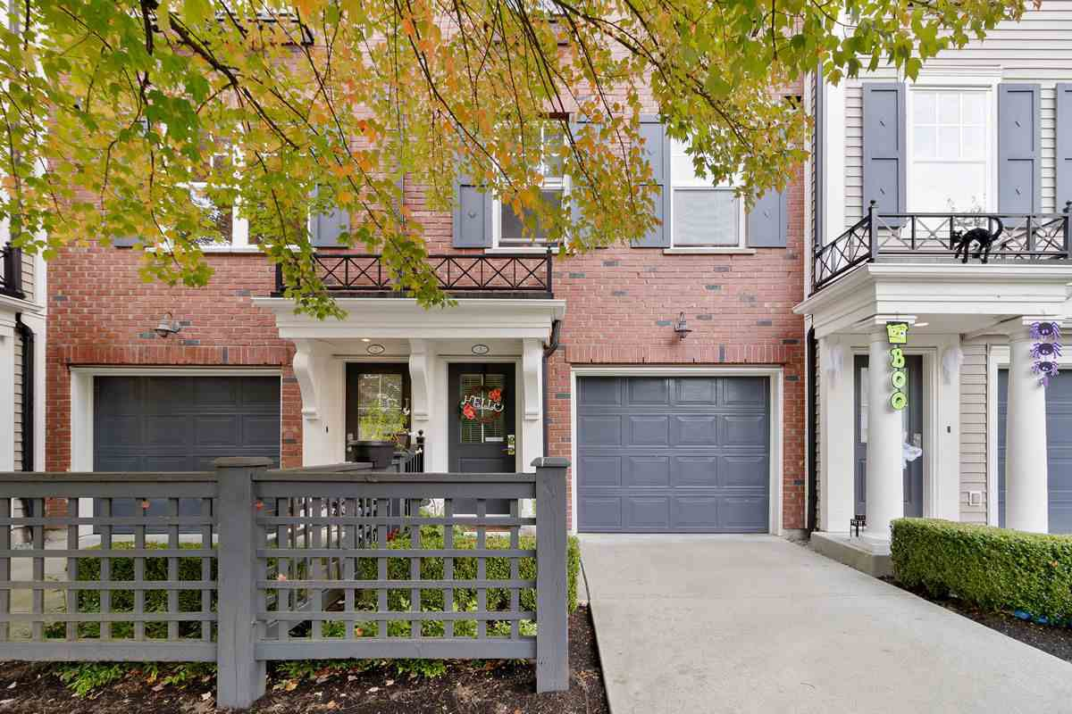 """Main Photo: 3 102 FRASER Street in Port Moody: Port Moody Centre Townhouse for sale in """"CORBEAU"""" : MLS®# R2508604"""
