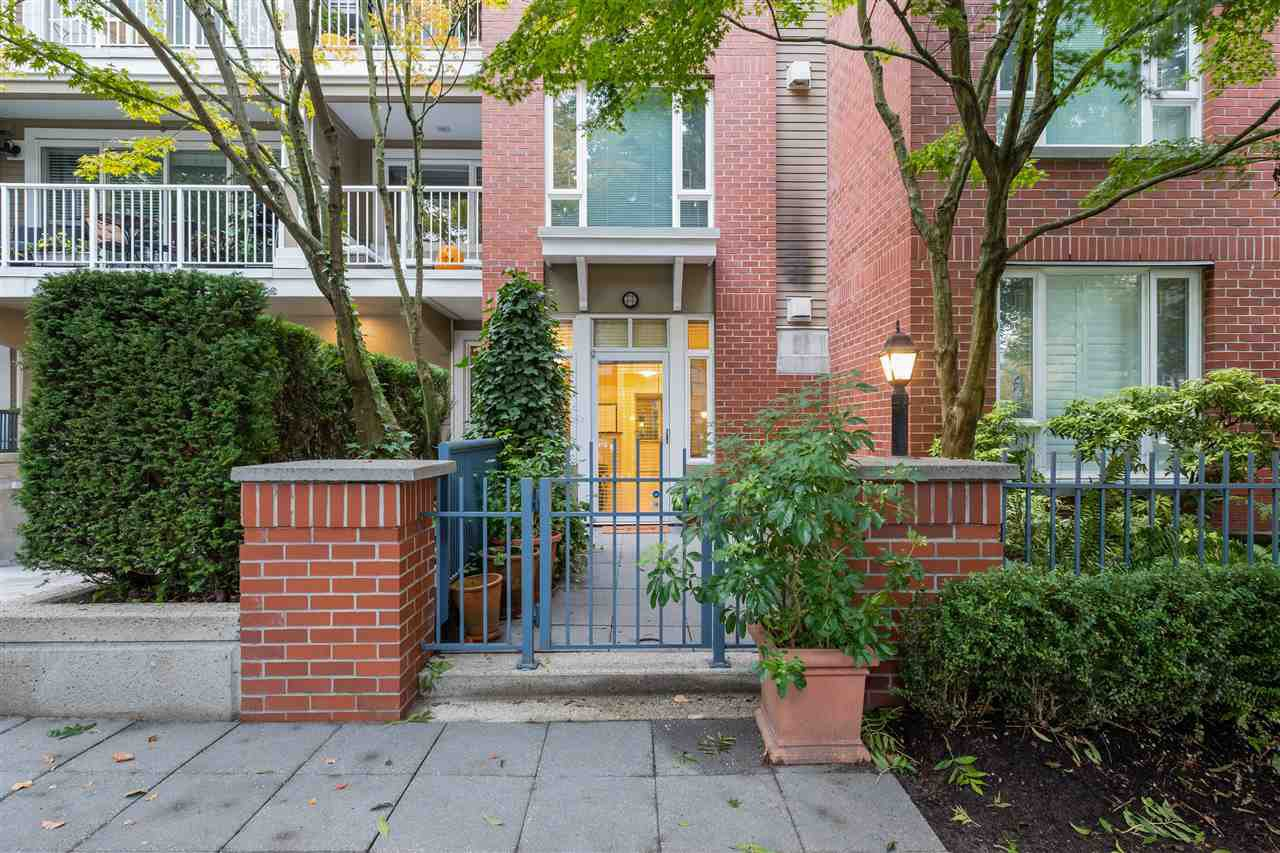 "Main Photo: 103 2628 YEW Street in Vancouver: Kitsilano Condo for sale in ""CONNAUGHT PLACE"" (Vancouver West)  : MLS®# R2514048"