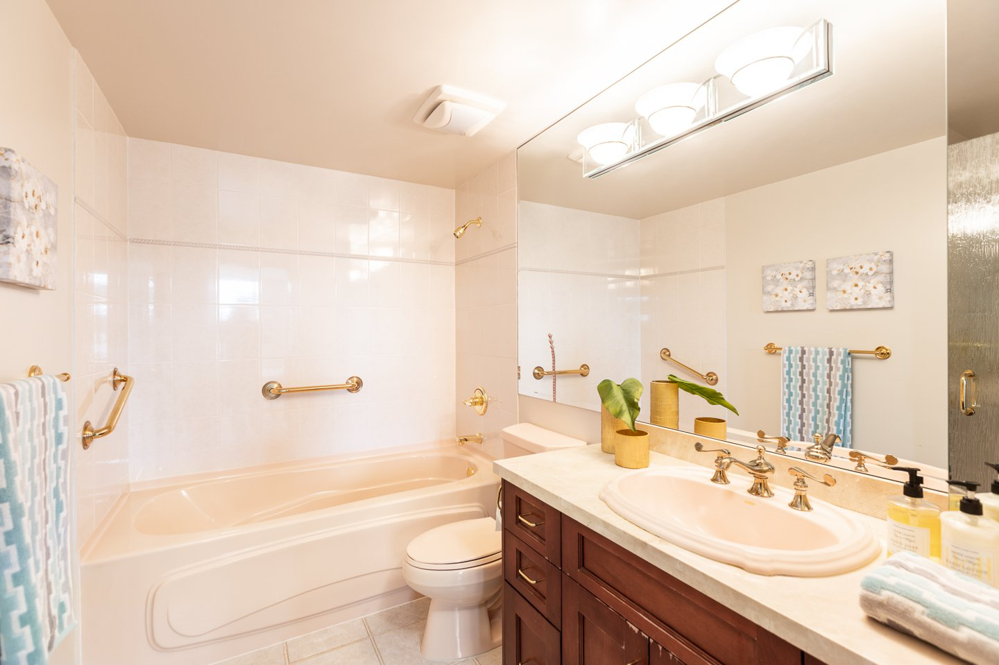 Photo 14: Photos: 401-2580 TOLMIE ST in VANCOUVER: Point Grey Condo for sale (Vancouver West)  : MLS®# R2397003