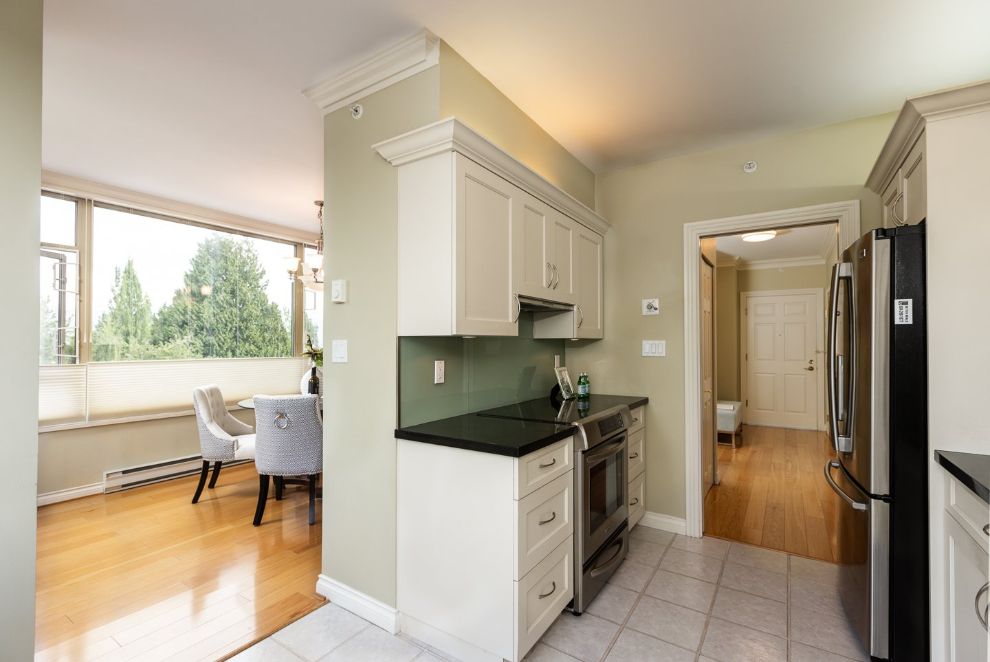 Photo 5: Photos: 401-2580 TOLMIE ST in VANCOUVER: Point Grey Condo for sale (Vancouver West)  : MLS®# R2397003