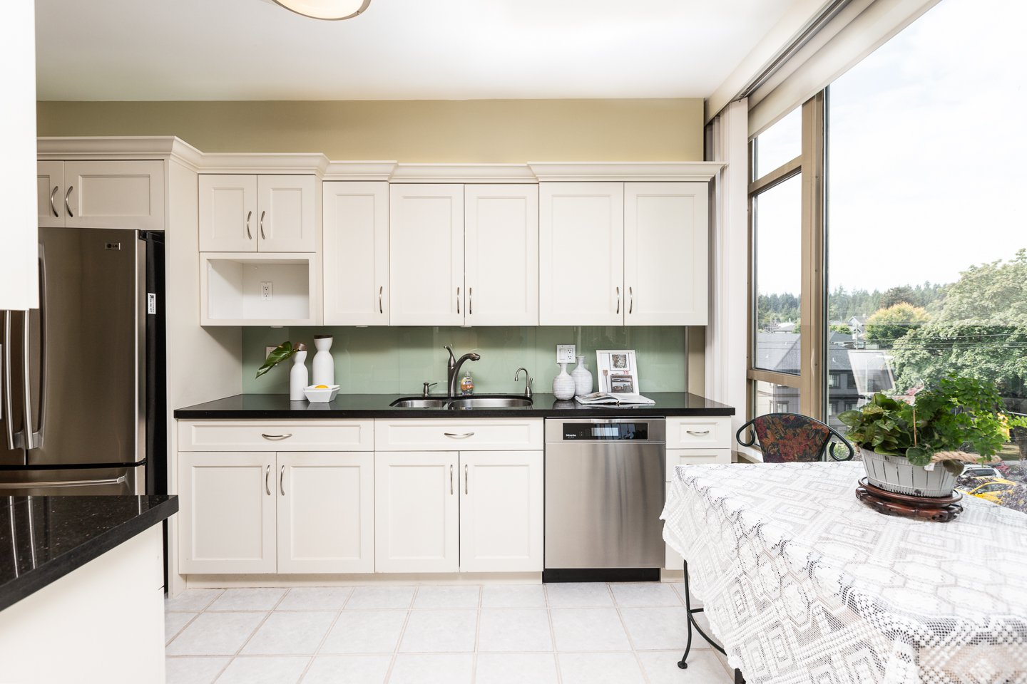 Photo 6: Photos: 401-2580 TOLMIE ST in VANCOUVER: Point Grey Condo for sale (Vancouver West)  : MLS®# R2397003