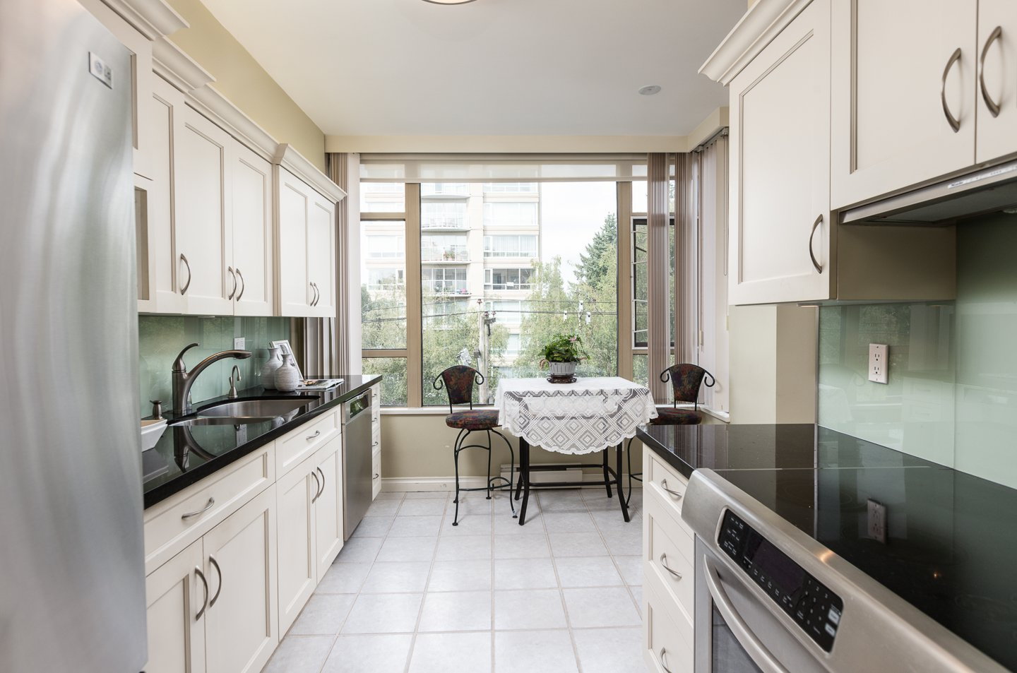 Photo 7: Photos: 401-2580 TOLMIE ST in VANCOUVER: Point Grey Condo for sale (Vancouver West)  : MLS®# R2397003
