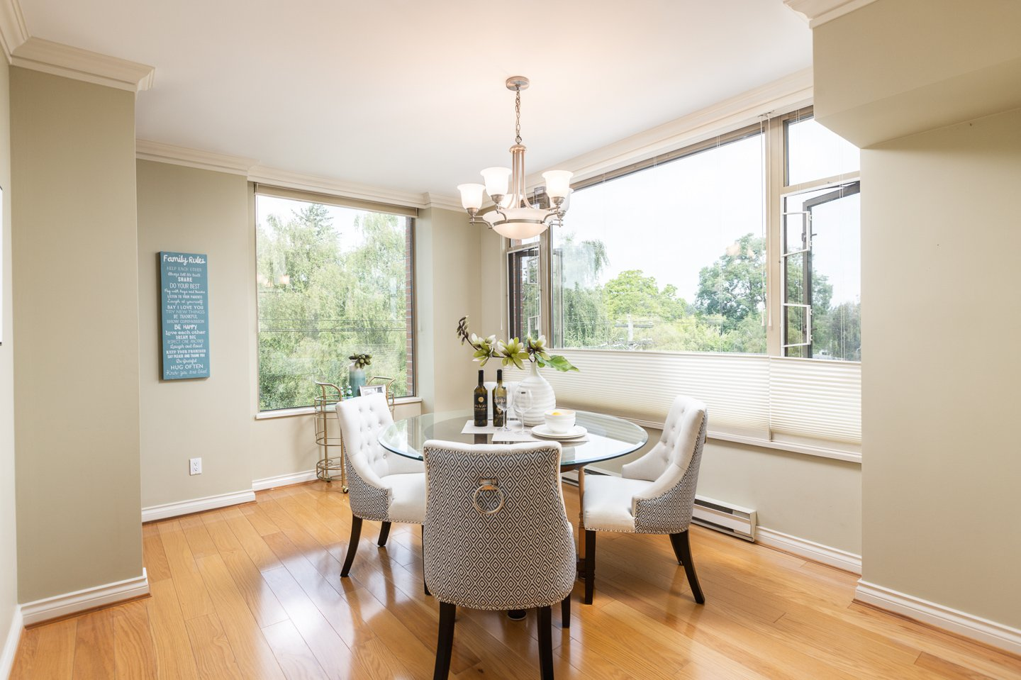Photo 4: Photos: 401-2580 TOLMIE ST in VANCOUVER: Point Grey Condo for sale (Vancouver West)  : MLS®# R2397003