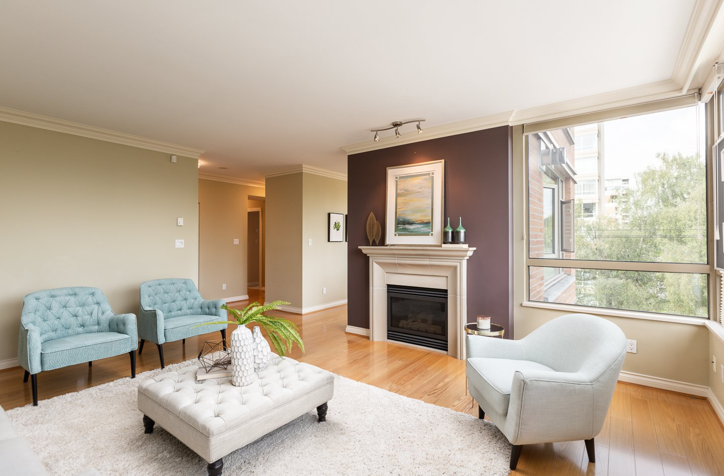 Photo 2: Photos: 401-2580 TOLMIE ST in VANCOUVER: Point Grey Condo for sale (Vancouver West)  : MLS®# R2397003
