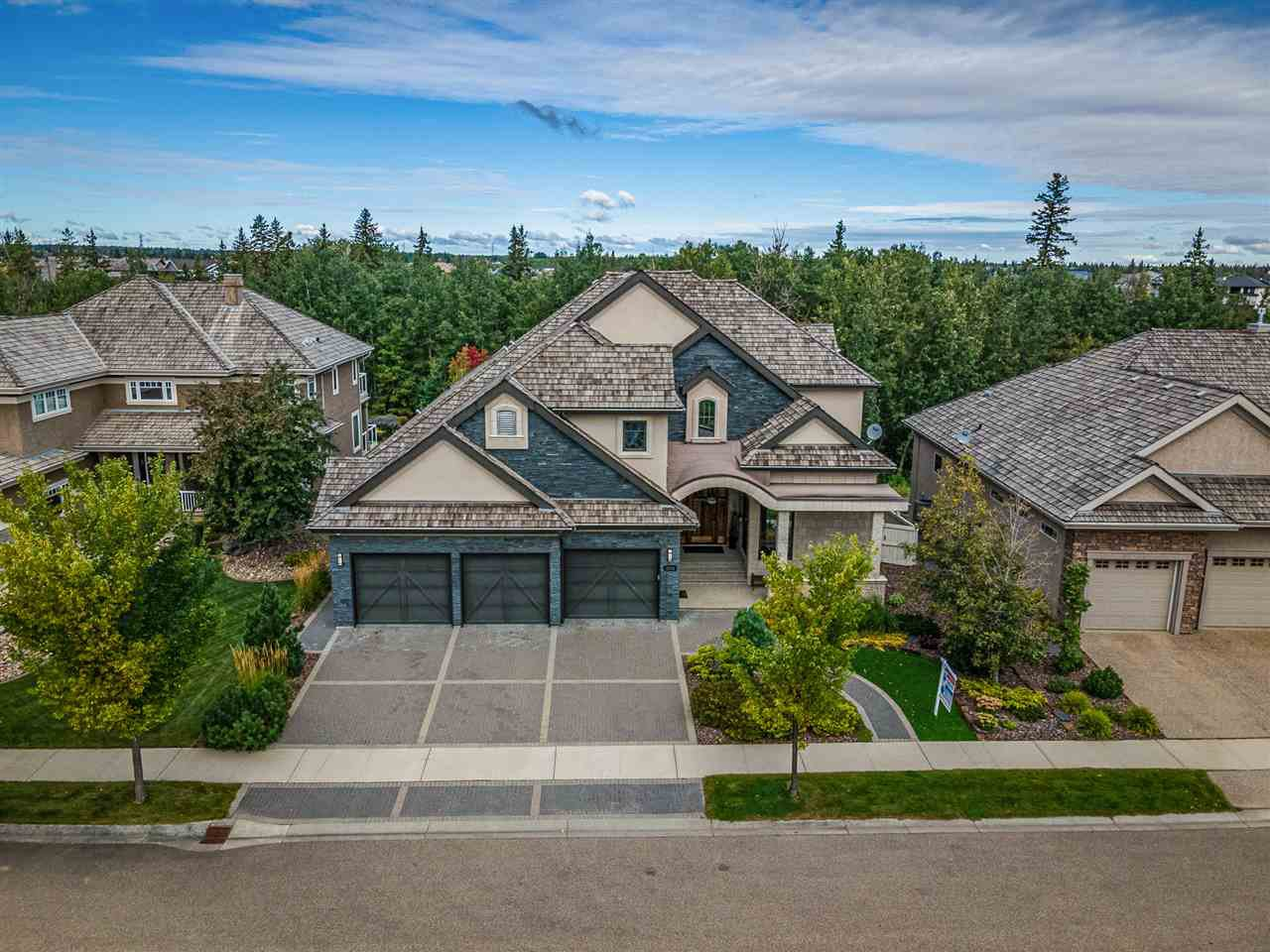 Main Photo: 2434 CAMERON RAVINE Drive in Edmonton: Zone 20 House for sale : MLS®# E4213704