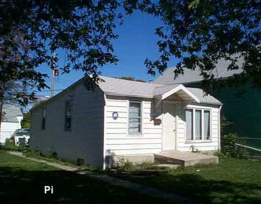 Main Photo: 607 CASTLE Avenue in Winnipeg: East Kildonan Single Family Detached for sale (North East Winnipeg)  : MLS®# 2514078