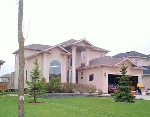Main Photo: 62 MARKSBRIDGE Drive in Winnipeg: River Heights / Tuxedo / Linden Woods Single Family Detached for sale (South Winnipeg)  : MLS®# 2607411