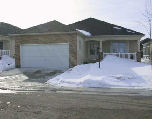 Main Photo: 147 WYNDSTONE Circle in BIRDS HILL: Birdshill Area Condominium for sale (North East Winnipeg)  : MLS®# 2502650