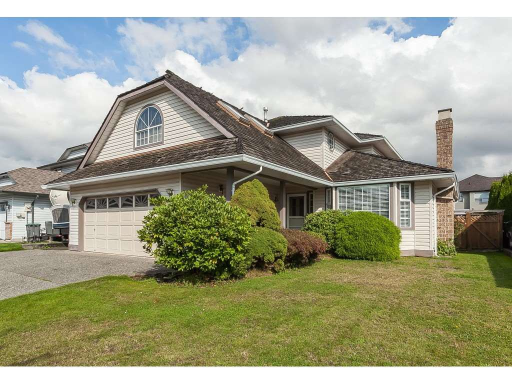 Main Photo: 6272 186A Street in Surrey: Cloverdale BC House for sale (Cloverdale)  : MLS®# R2405583