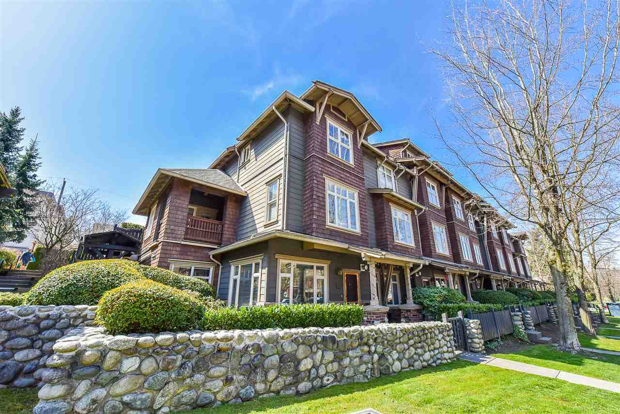 """Main Photo: 126 600 PARK Crescent in New Westminster: GlenBrooke North Townhouse for sale in """"The Roy Croft"""" : MLS®# R2449818"""