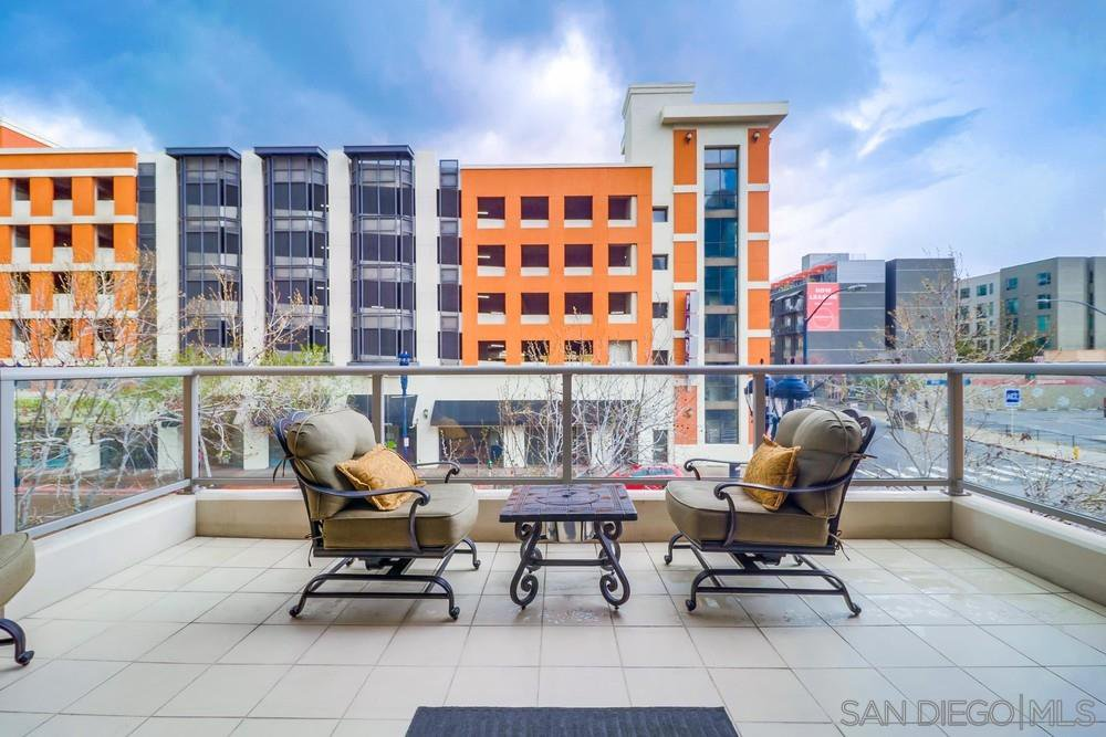 Main Photo: DOWNTOWN Condo for sale : 1 bedrooms : 575 6Th Ave #211 in San Diego