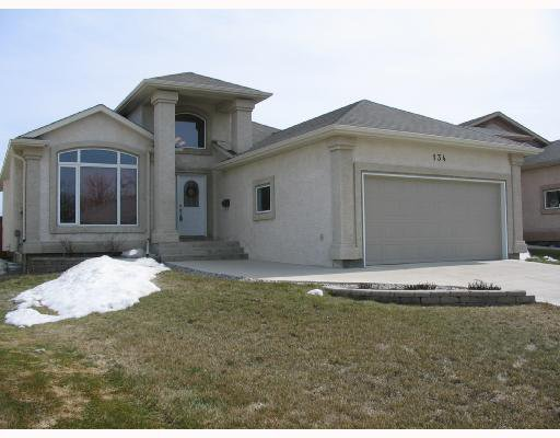 Main Photo: 134 WILLMINGTON Drive in WINNIPEG: Windsor Park / Southdale / Island Lakes Residential for sale (South East Winnipeg)  : MLS®# 2803972