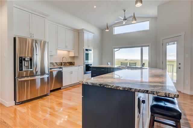 Main Photo: 2013 31 Avenue: Nanton Detached for sale : MLS®# C4299425