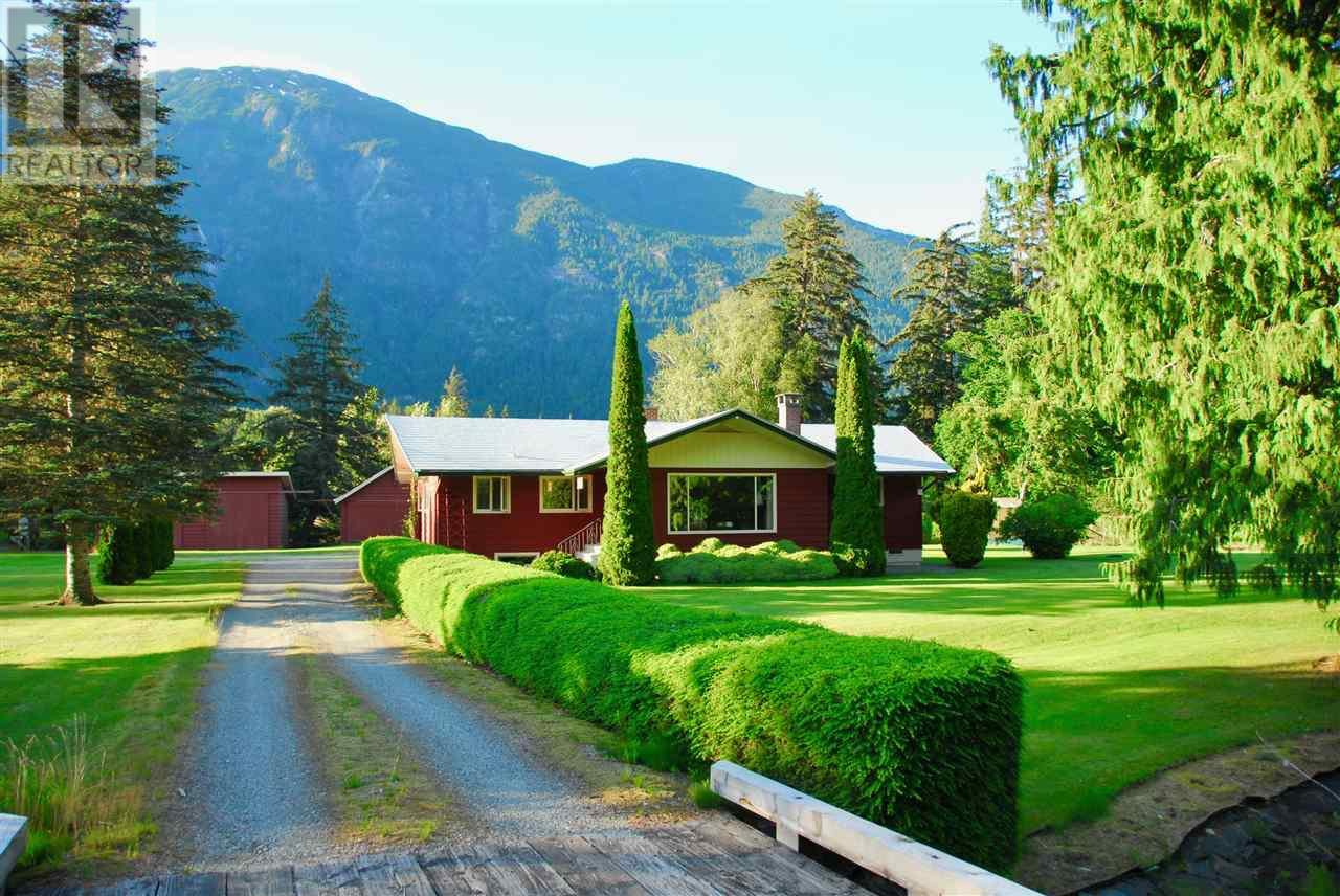 Main Photo: 944 MACKENZIE HIGHWAY in Bella Coola: House for sale : MLS®# R2482254
