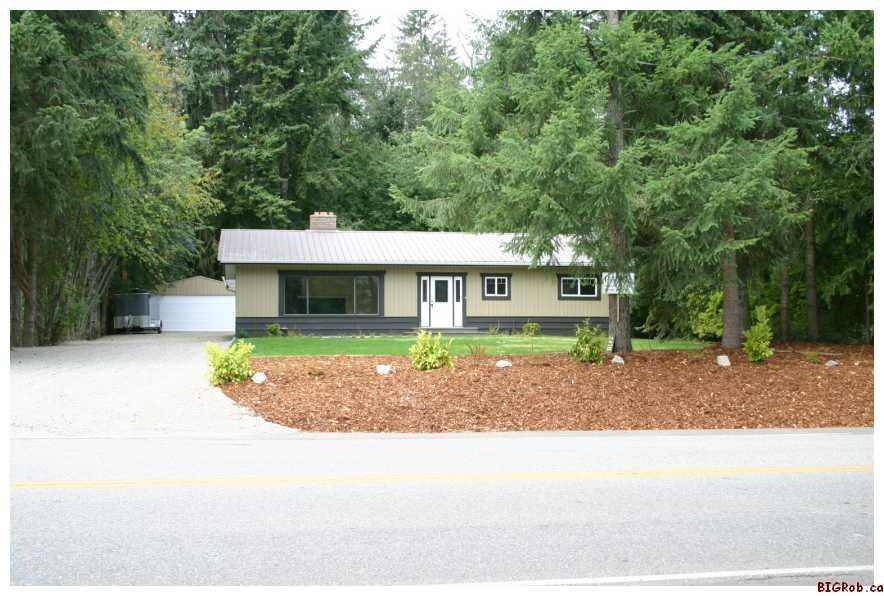 Main Photo: 2478 Blind Bay Road in Blind Bay: Residential Detached for sale : MLS®# Bank Sale: 10023674