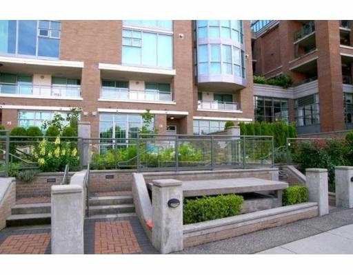 "Main Photo: 1050 QUEBEC Street in Vancouver: Mount Pleasant VE Townhouse for sale in ""THE BRIGHTON"" (Vancouver East)  : MLS®# V663402"