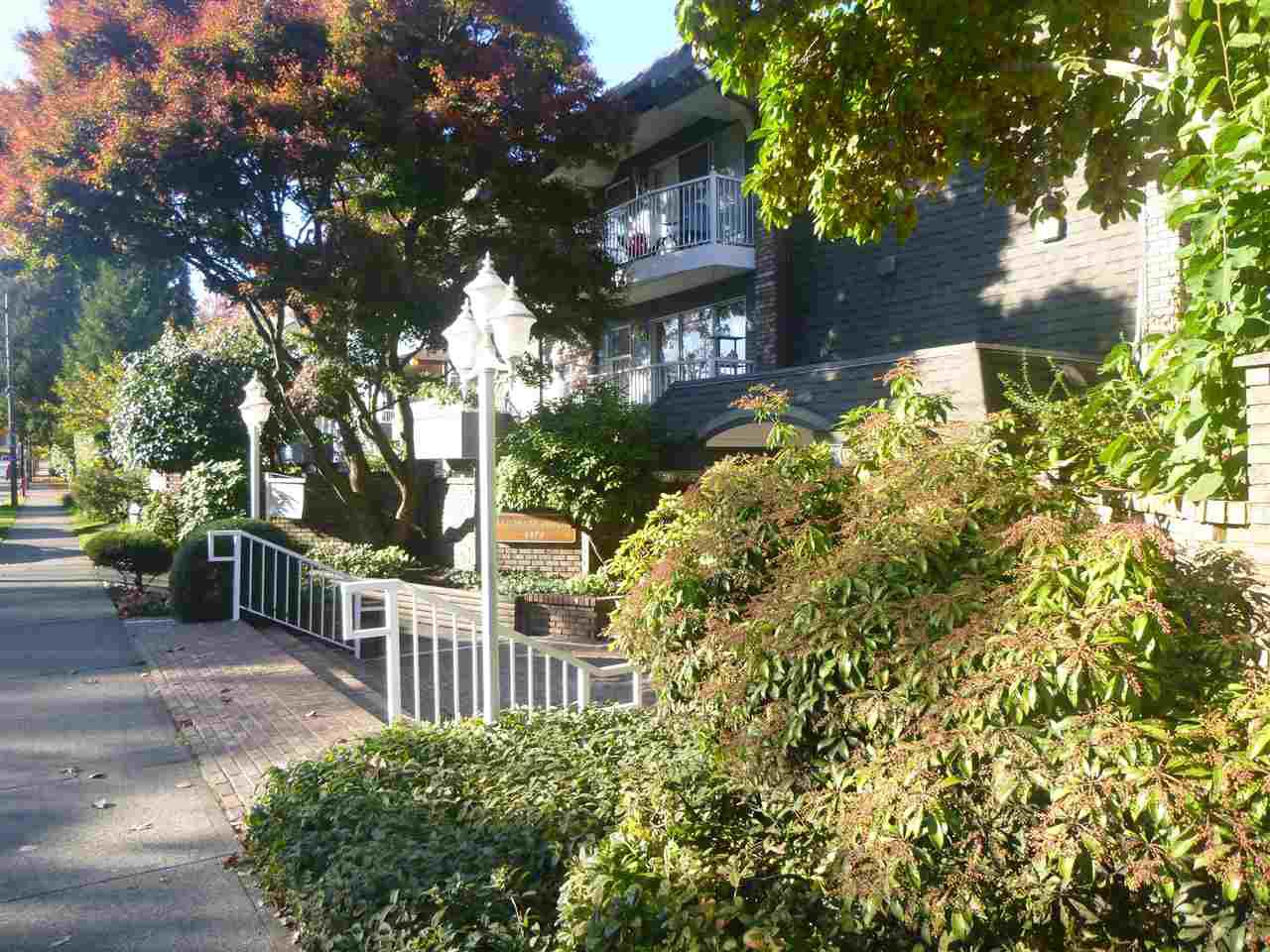 Main Photo: 209 3875 W 4TH AVENUE in : Point Grey Condo for sale : MLS®# R2218653