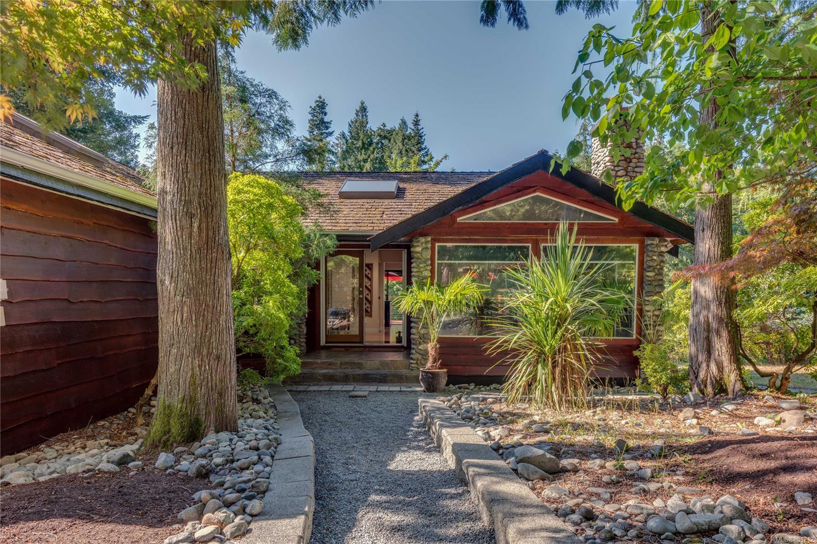 Main Photo: 471 Green Mountain Rd in : SW Prospect Lake Single Family Detached for sale (Saanich West)  : MLS®# 851212