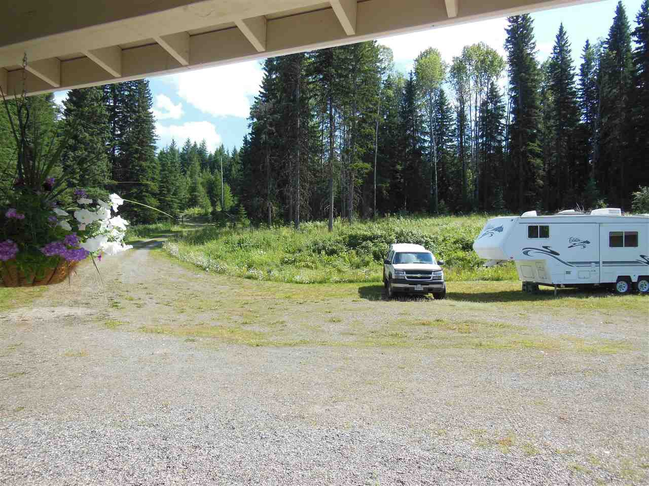 Photo 18: Photos: 3535 WESTWICK PIT Road: 150 Mile House House for sale (Williams Lake (Zone 27))  : MLS®# R2488772