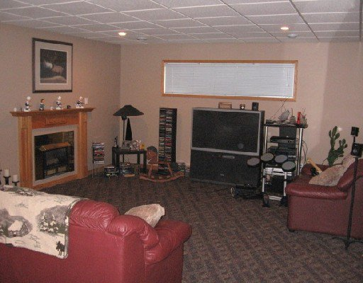 Photo 8: Photos: 3912 COTTONWOOD Road in Fort_Nelson: Fort Nelson -Town House for sale (Fort Nelson (Zone 64))  : MLS®# N183359