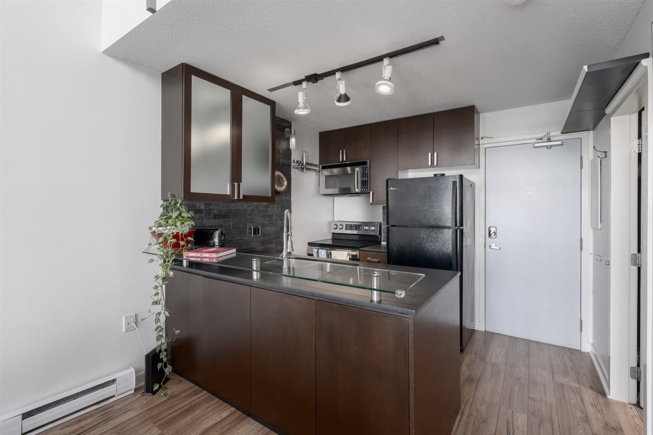 "Photo 9: Photos: 605 22 E CORDOVA Street in Vancouver: Downtown VE Condo for sale in ""Van Horne"" (Vancouver East)  : MLS®# R2488632"