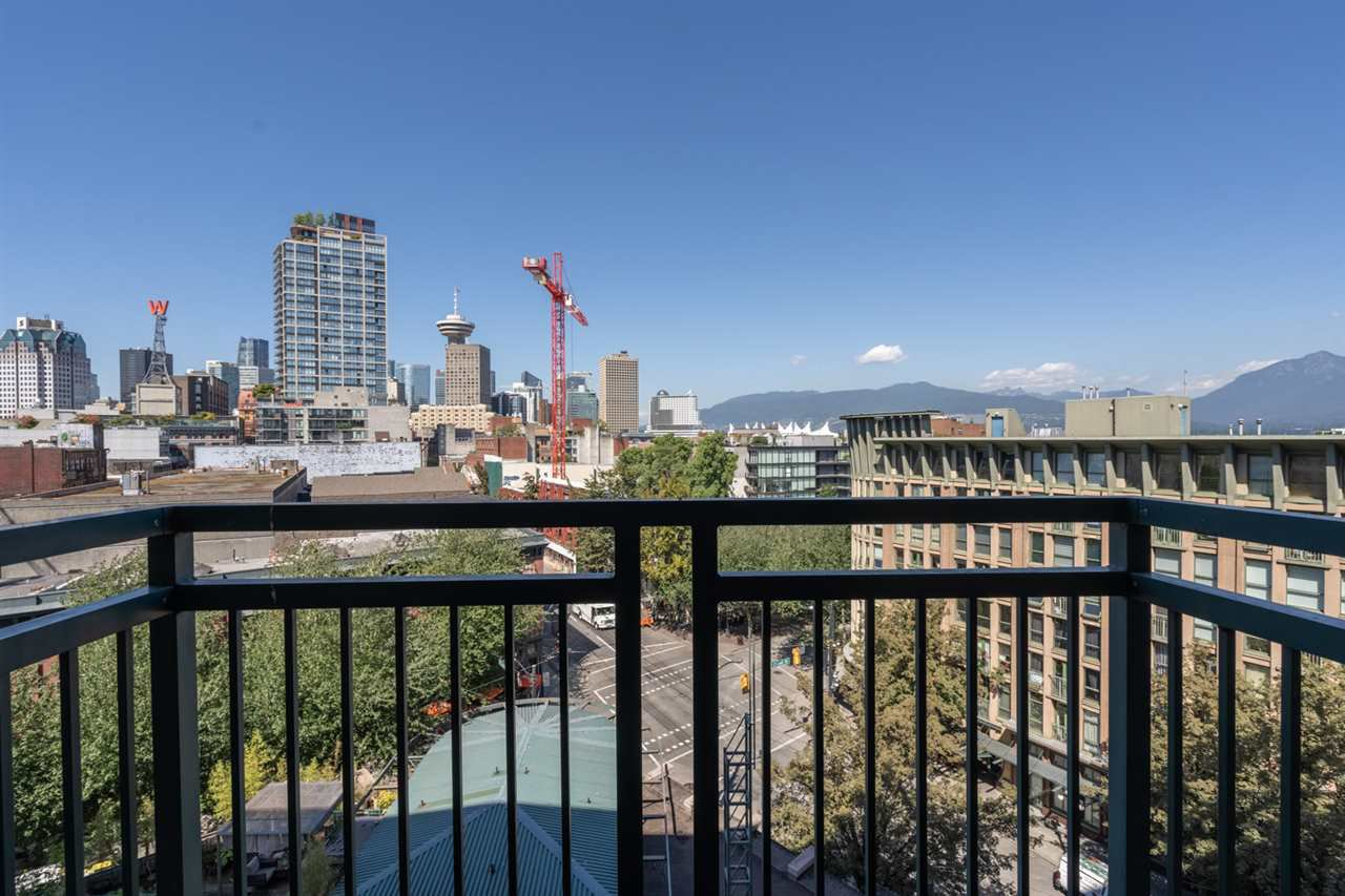 "Photo 4: Photos: 605 22 E CORDOVA Street in Vancouver: Downtown VE Condo for sale in ""Van Horne"" (Vancouver East)  : MLS®# R2488632"