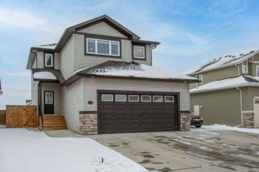 Wonderful family home in the Vistas of Olds