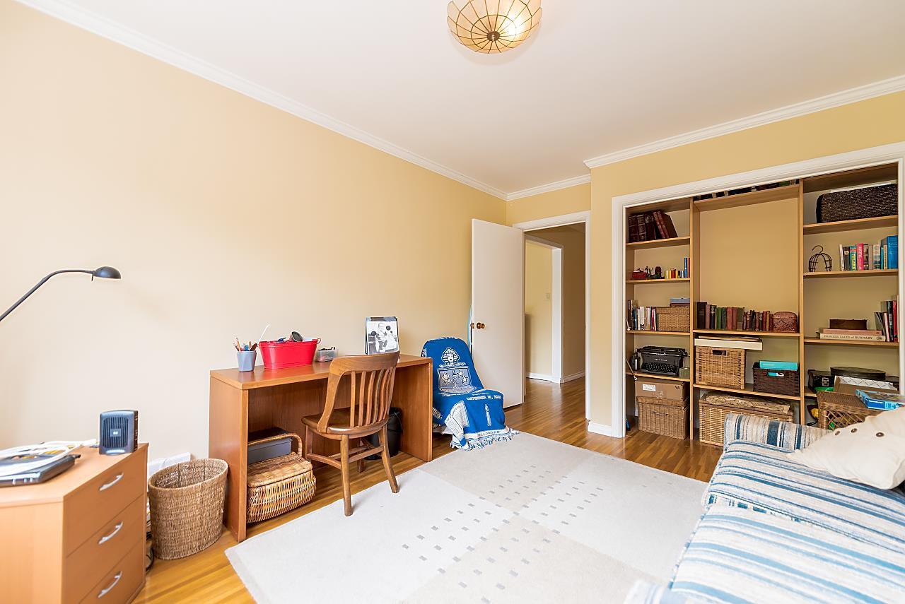 "Photo 11: Photos: 104 3784 W 16TH Avenue in Vancouver: Dunbar Condo for sale in ""Highbury Manor"" (Vancouver West)  : MLS®# R2389240"