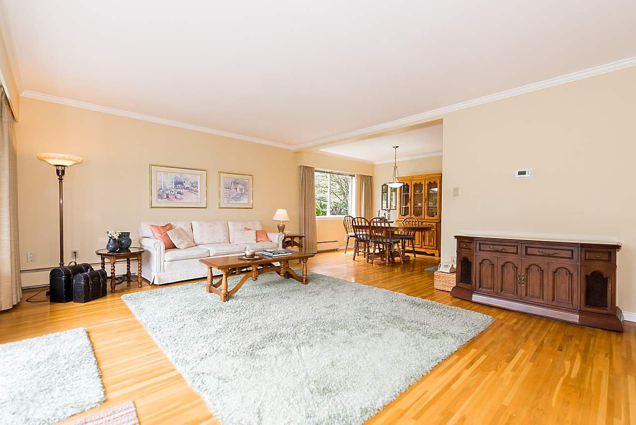 "Photo 3: Photos: 104 3784 W 16TH Avenue in Vancouver: Dunbar Condo for sale in ""Highbury Manor"" (Vancouver West)  : MLS®# R2389240"