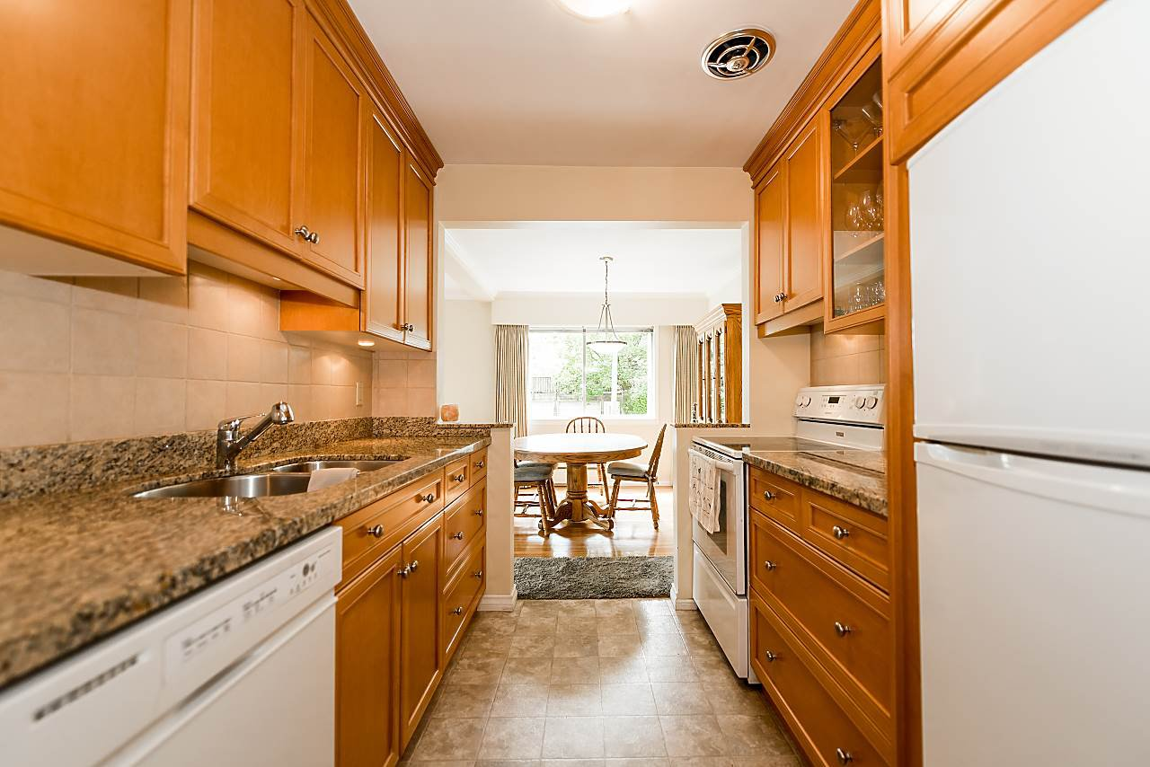 "Photo 7: Photos: 104 3784 W 16TH Avenue in Vancouver: Dunbar Condo for sale in ""Highbury Manor"" (Vancouver West)  : MLS®# R2389240"