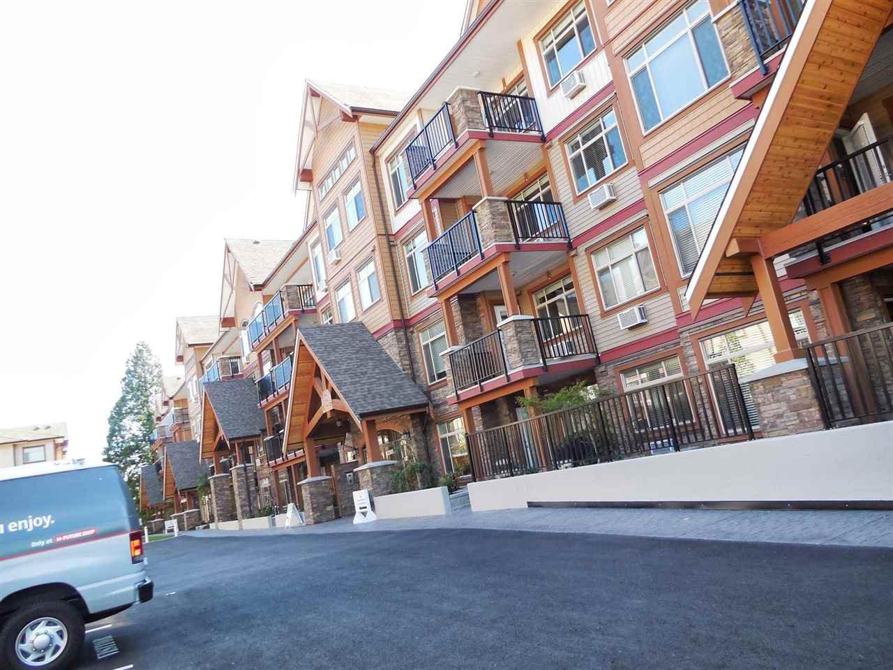 """Main Photo: 316 12565 190A Street in Pitt Meadows: Mid Meadows Condo for sale in """"CEDAR DOWNS"""" : MLS®# R2411107"""
