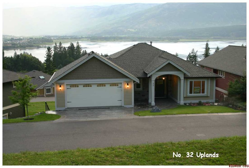 Main Photo: #32; 2990 - 20th Street N.E. in Salmon Arm: Upper Lakeshore Road Residential Detached for sale (Salmon Armq)  : MLS®# 10046022