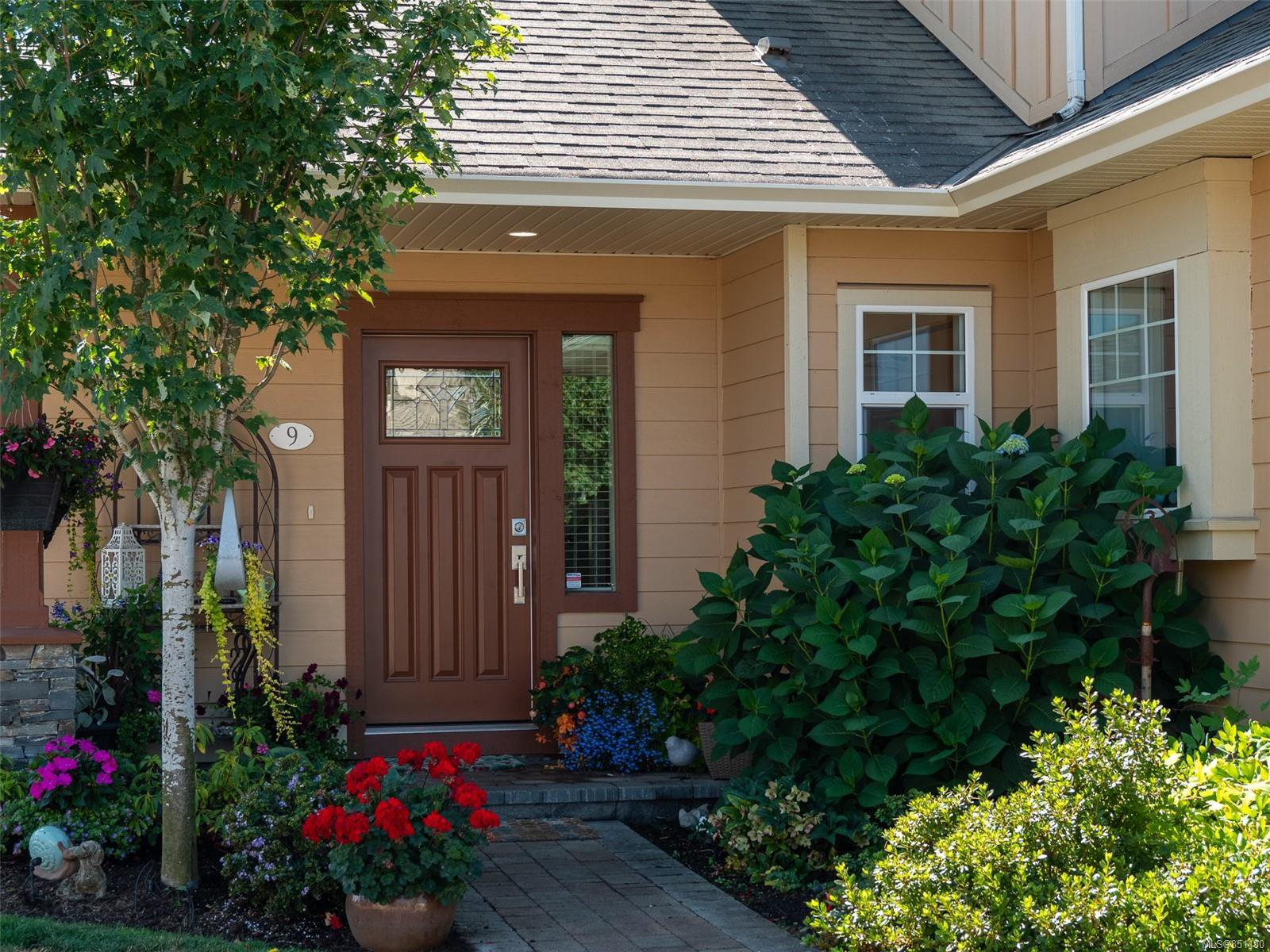 Main Photo: 9 7053 West Saanich Rd in : CS Brentwood Bay Row/Townhouse for sale (Central Saanich)  : MLS®# 851450