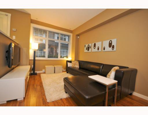 "Photo 2: Photos: 3862 WELWYN Street in Vancouver: Victoria VE Townhouse for sale in ""STORIES"" (Vancouver East)  : MLS®# V797088"