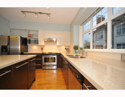 "Photo 5: Photos: 3862 WELWYN Street in Vancouver: Victoria VE Townhouse for sale in ""STORIES"" (Vancouver East)  : MLS®# V797088"