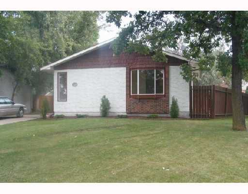 Main Photo: 114 EVENLEA Walk in WINNIPEG: North Kildonan Single Family Detached for sale (North East Winnipeg)  : MLS®# 2715044