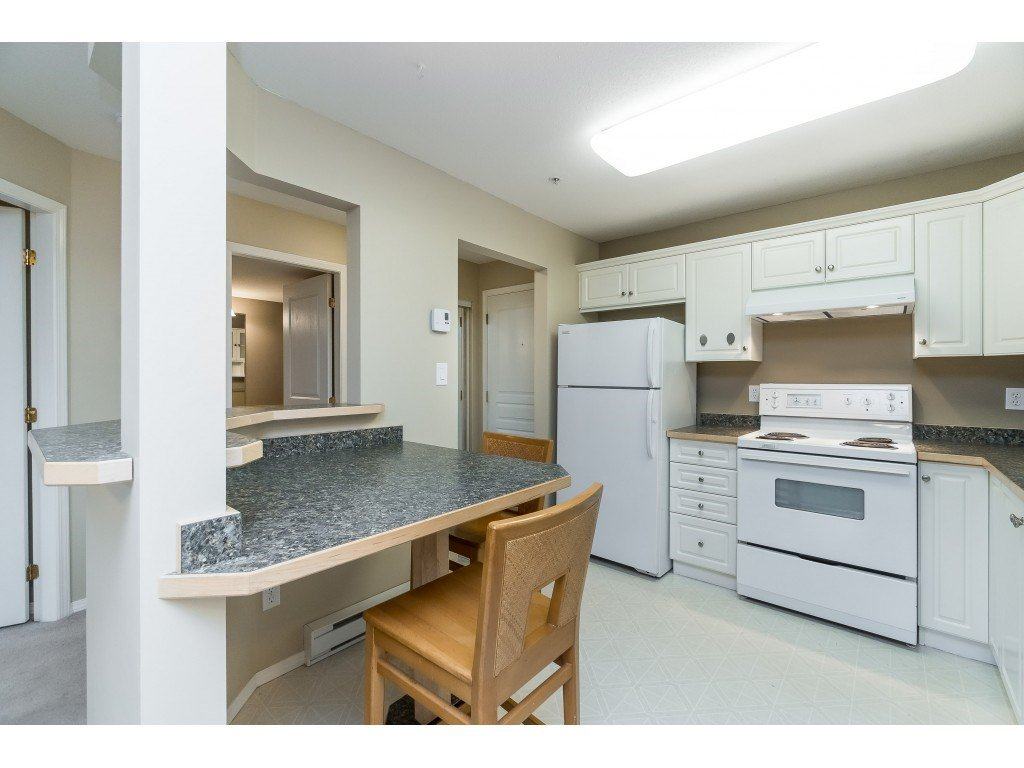 "Photo 5: Photos: 208 33480 GEORGE FERGUSON Way in Abbotsford: Central Abbotsford Condo for sale in ""CARMONDY RIDGE"" : MLS®# R2392370"