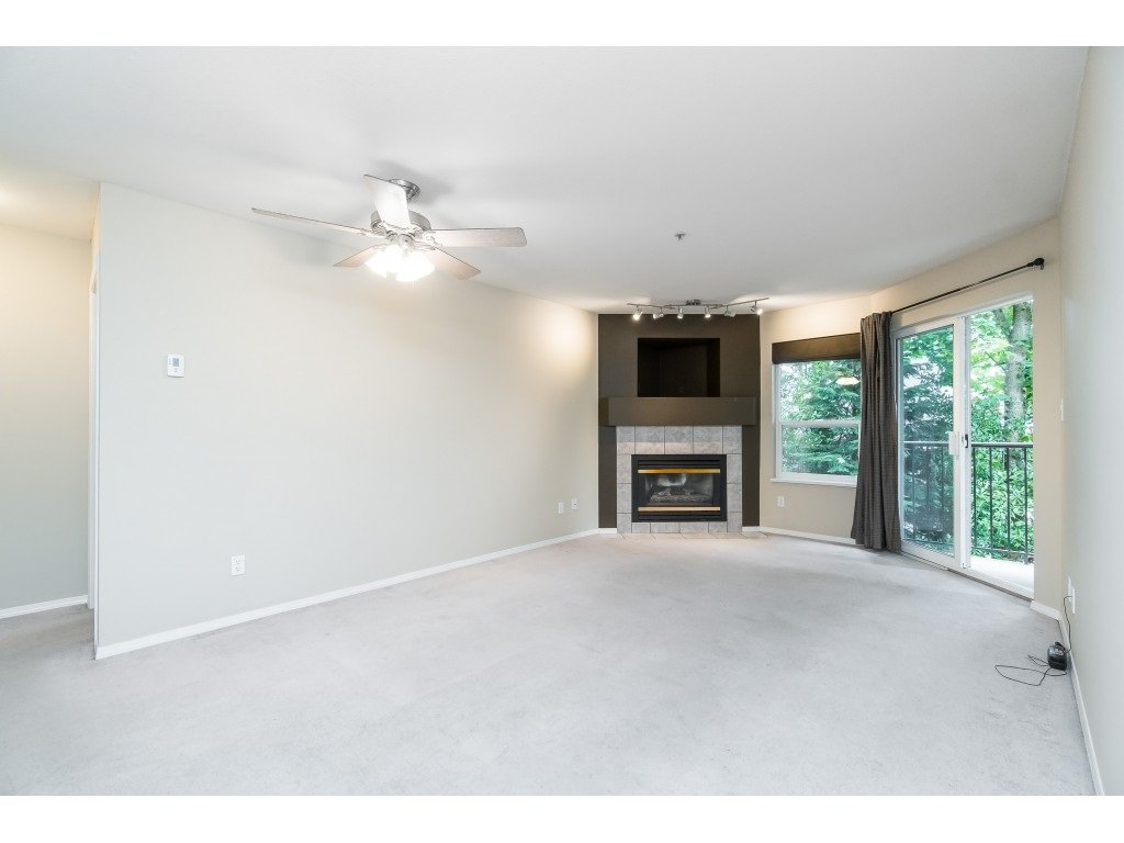 "Photo 8: Photos: 208 33480 GEORGE FERGUSON Way in Abbotsford: Central Abbotsford Condo for sale in ""CARMONDY RIDGE"" : MLS®# R2392370"