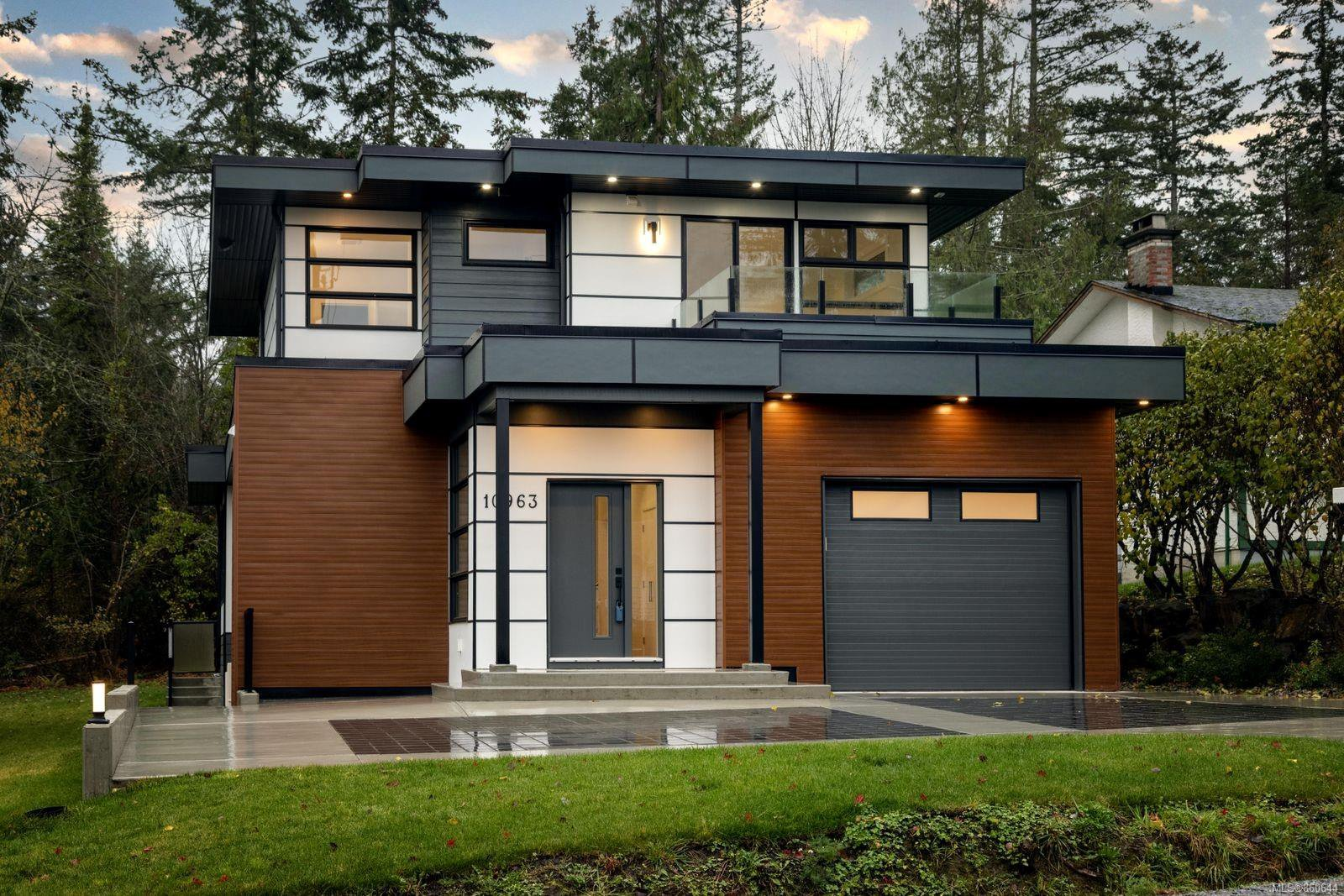 Main Photo: 10963 Madrona Dr in : NS Deep Cove House for sale (North Saanich)  : MLS®# 860644