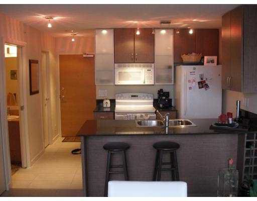 """Main Photo: 1804 928 HOMER Street in Vancouver: Downtown VW Condo for sale in """"YALETOWN PARK"""" (Vancouver West)  : MLS®# V685262"""