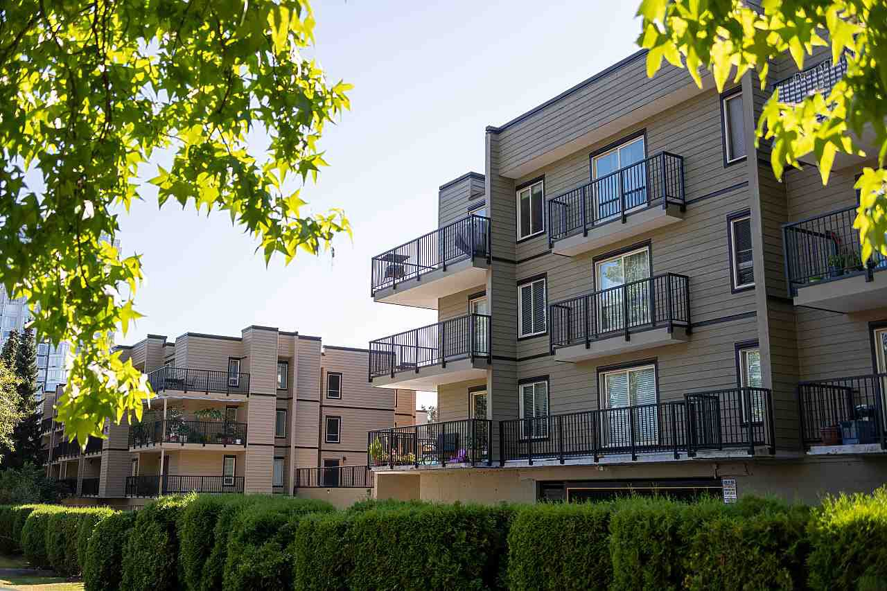 "Main Photo: 303 10468 148 Street in Surrey: Guildford Condo for sale in ""GUILDFORD GREENE"" (North Surrey)  : MLS®# R2493810"