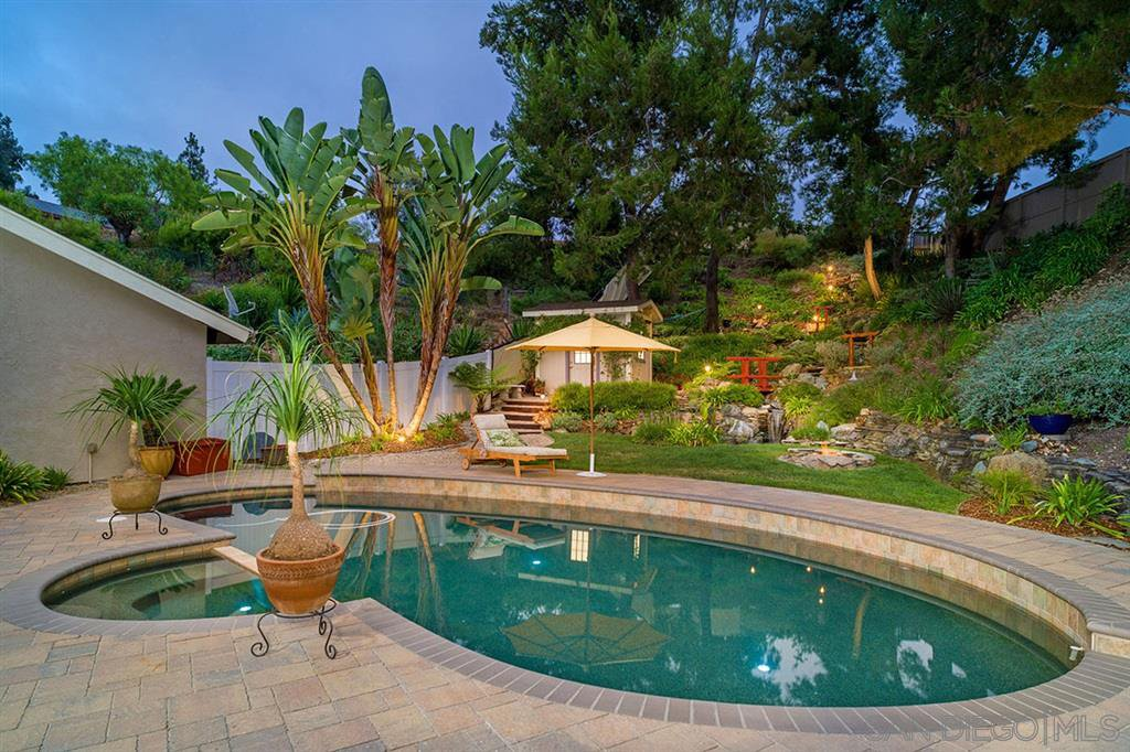 Main Photo: CARLSBAD SOUTH House for sale : 4 bedrooms : 7573 Caloma Circle in Carlsbad