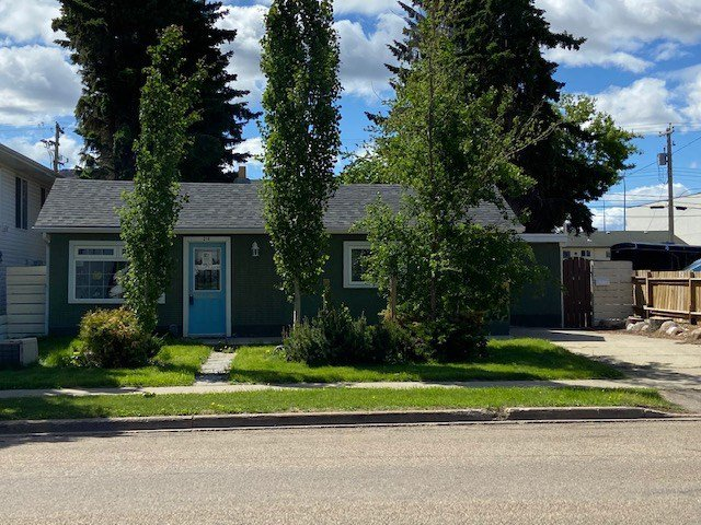 Main Photo: 214 CHURCH Road: Spruce Grove House for sale : MLS®# E4201733