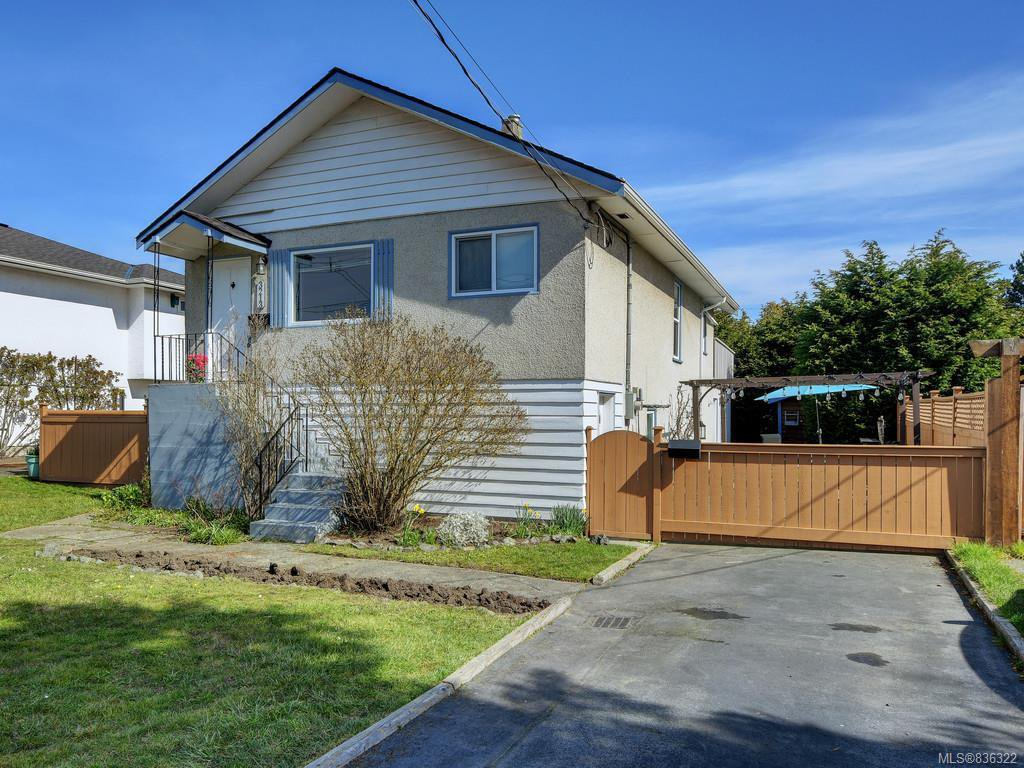 Main Photo: 3213 Doncaster Dr in Saanich: SE Cedar Hill House for sale (Saanich East)  : MLS®# 836322